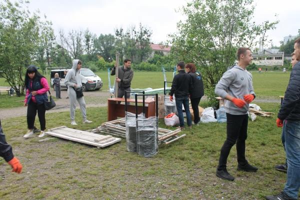 Львів яни впорядковують стадіон f58e01765563c
