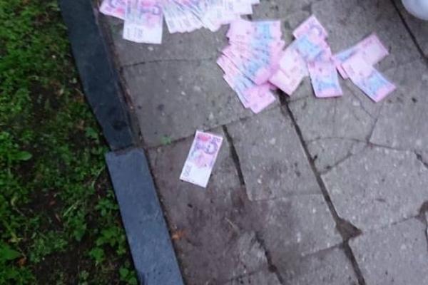 У Львові СБУ затримала працівницю надання Центру послуг учасникам бойових дій, яка вимагала гроші з бійця АТО