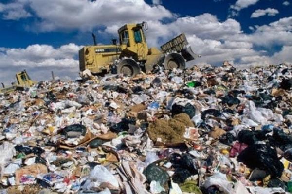 На Грибовицьке сміттєзвалище продовжують вивозити сміття (Відео)