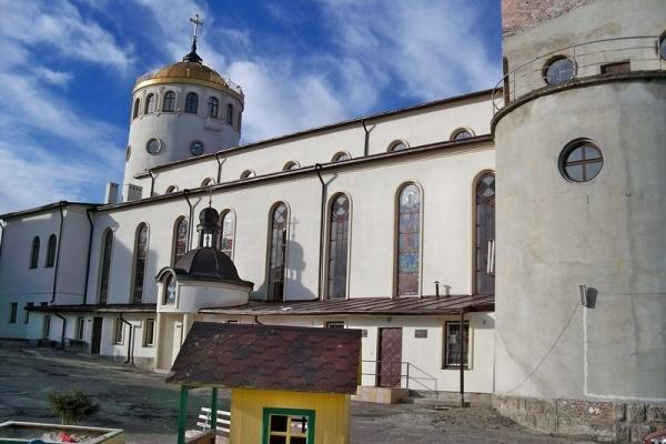 У Львові на «гарячому» спіймали злодіїв, що хотіли обікрасти церкву
