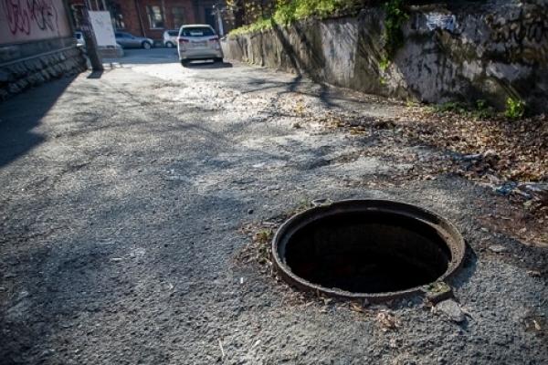 Подружжя львів'ян викрадало каналізаційні решітки, щоб начебто заробити на життя