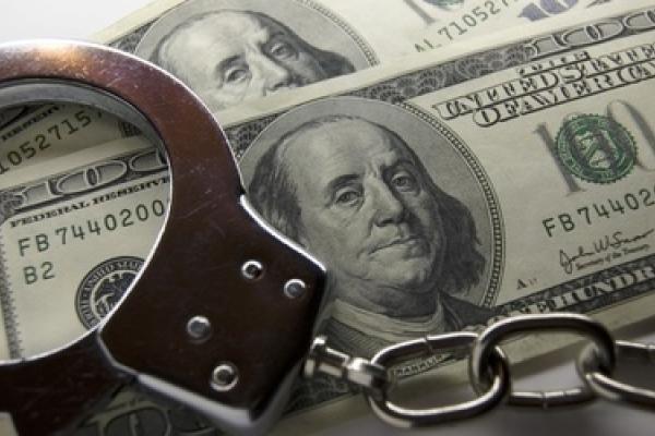 У Львові затримали зловмисника, який намагався продати 3000 підроблених доларів