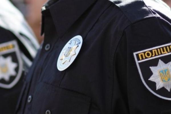 Львівські патрульні затримали чоловіка, який влаштував стрілянину з вікна (Фото)