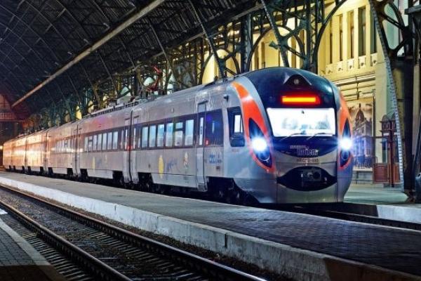 На Львівській залізниці почали перевіряти поїзди перед рейсом