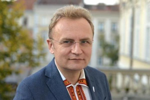Садовий дав доручення вивчити питання щодо несанкціонованих львівських АЗС