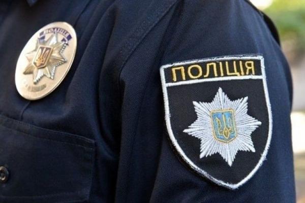 Львівські поліцейські затримали 21-річну матір, яка на вулиці з немовлям вживала алкоголь