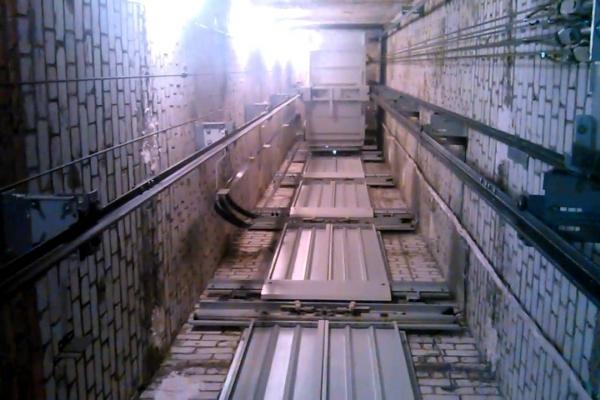 У Львові на будівництві в ліфтову шахту впав робітник