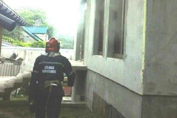 Під час пожежі у Червонограді травмувались 3 особи: жінка отруїлася, двоє чоловіків отримали опіки
