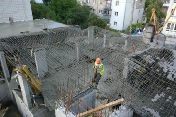 Жахливий випадок У Львові: фура насмерть переїхала жінку