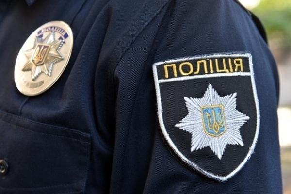 У центрі Львова затримали чоловіка, який погрожував перехожим пістолетом (Фото)