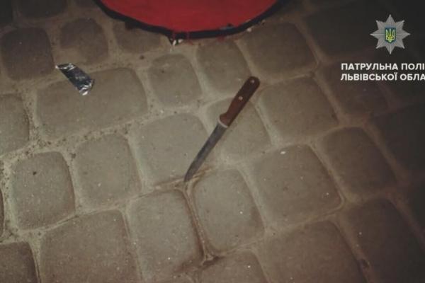 У Львові під час оформлення ДТП на патрульного з ножем напав пасажир (Фото)