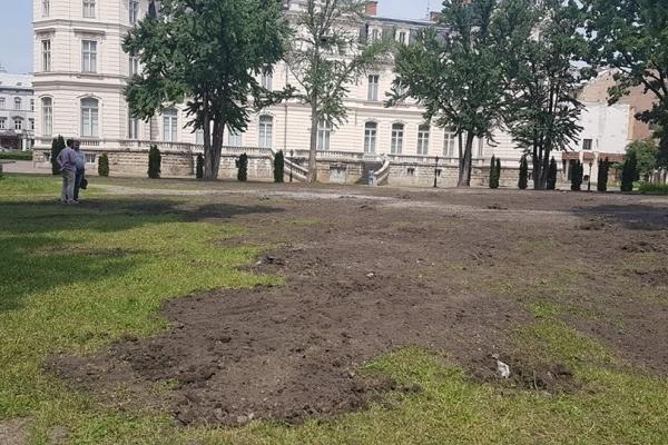 Парк за Палацом Потоцьких зрівняли із землею