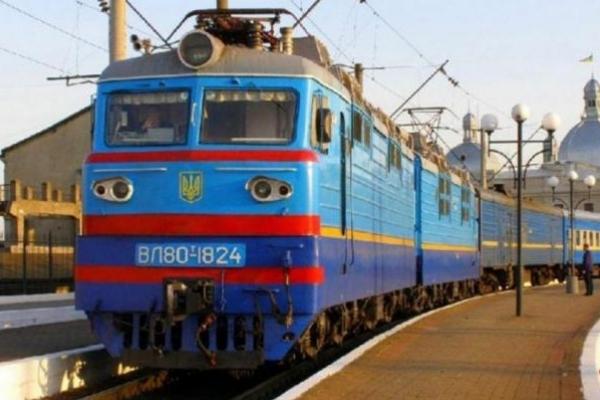 У Львові двоє осіб потрапили під поїзд, загинула жінка