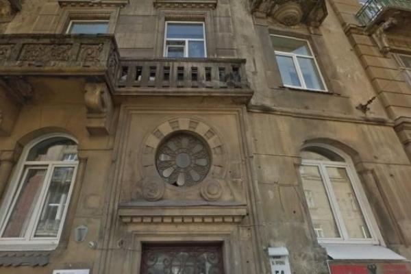 П'яний львів'янин впав з балкону на третьому поверсі