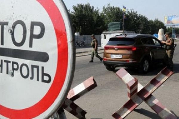 Мешканець Львівщини намагався провезти через кордон тонну сосисок, сиру та макаронів