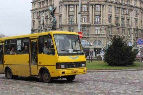 Водіїв львівських маршруток до осені не зможуть карати за порушення
