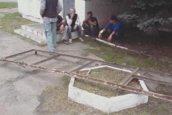 Патрульний затримав у Львові п'ятьох крадіїв металу