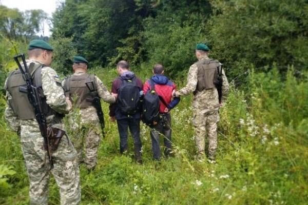 Прикордонники зупинили на Львівщині двох турків