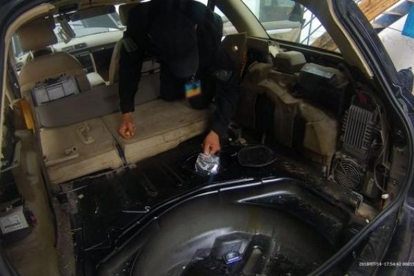 Іноземець-наркобарон: румун позбувся на Львівщині 7,8 кілограма екстазі (Відео)