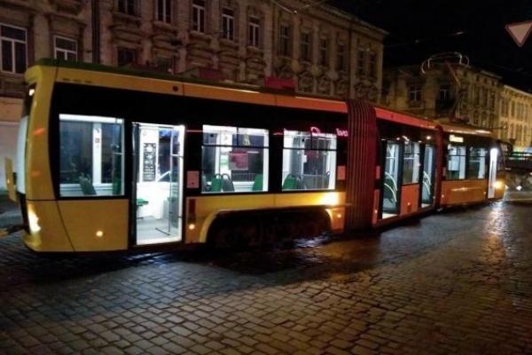 У Львові зійшов із рейок «Електрон»