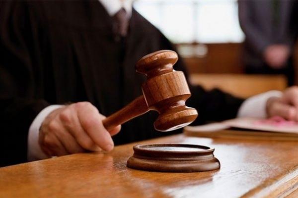 У Львові судитимуть трьох молодиків за погрози зброєю