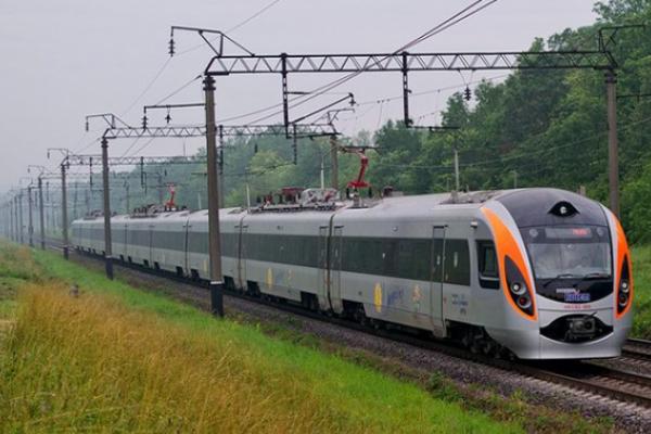 Потяг «Львів-Перемишль» травмував п'яного чоловіка