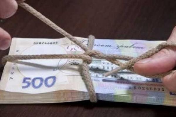 47-річного бізнесмена з Львівщини затримали за спробу дати хабар прокурору