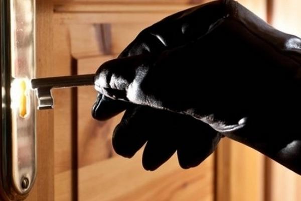 На Львівщині правоохоронці затримали квартирного злодія