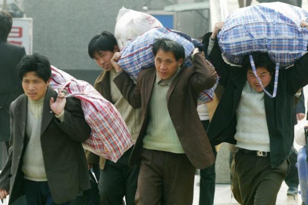 Чи готові ми прийняти мігрантів? Ні? То чого ж тоді самі стаємо ними?