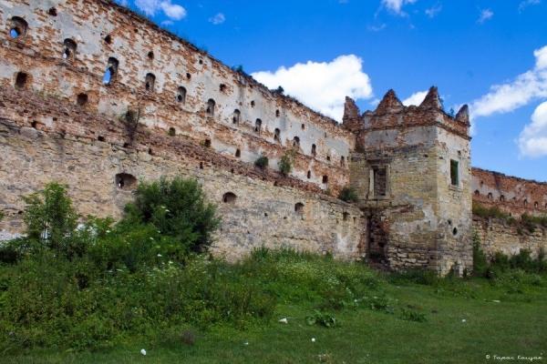 Українські замки: так не діставайтеся ви нікому