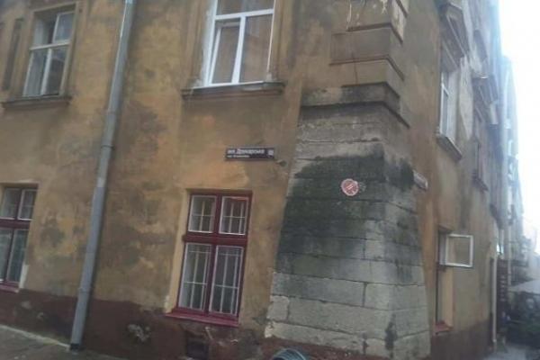 У центрі Львова обвалилася частина фасаду будинку