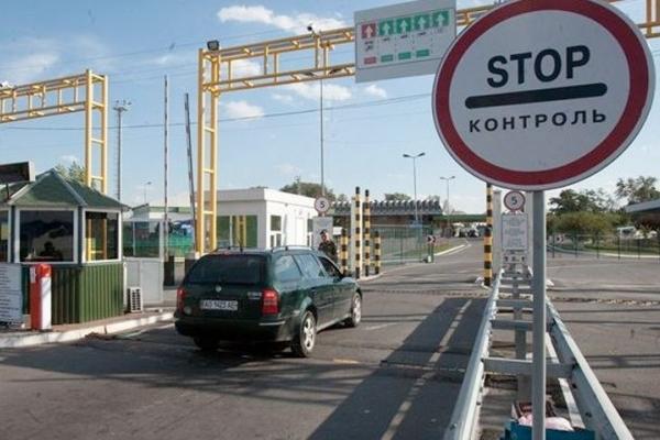 У Львівській митниці повідомили причину гігантських черг на кордоні