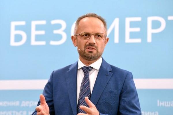 Конституція України – як зґвалтована дівчина в українському селі, - Роман Безмертний