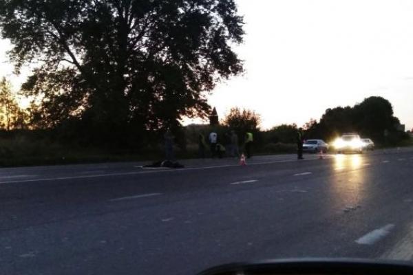 На об'їзній дорозі Львова загинув під колесами автомобіля пішохід