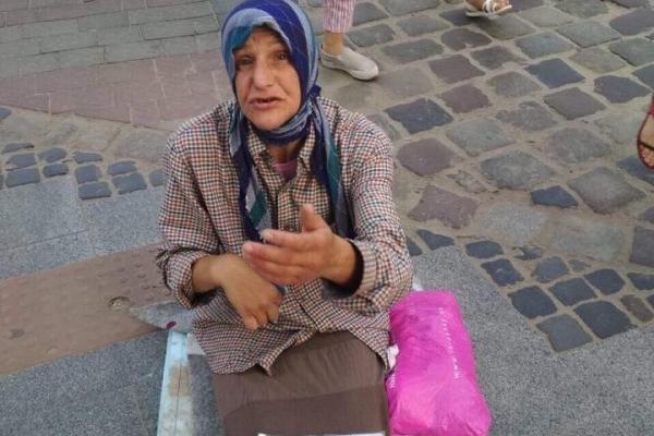 У центрі Львова орудує жінка, яка вдаючи із себе хвору жебрачку, просить грошей