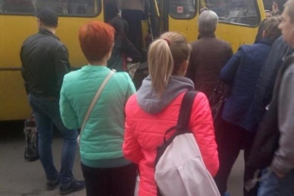 На Львівщині водій маршрутки ледь не побив пасажирів за зауваження