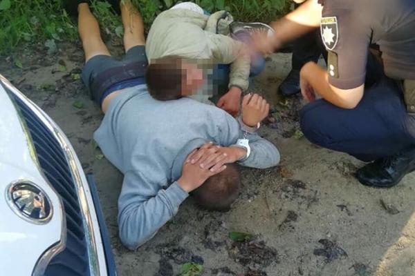 На Львівщині бандити приставили до горла водія таксі ножа та відібрали машину
