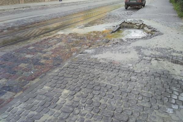 Місто не дасть грошей на ліквідацію провалля, що утворилось на вулиці Мечникова