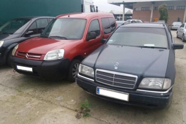 Львівські митники вилучили в українців чотири авто через підроблені доручення