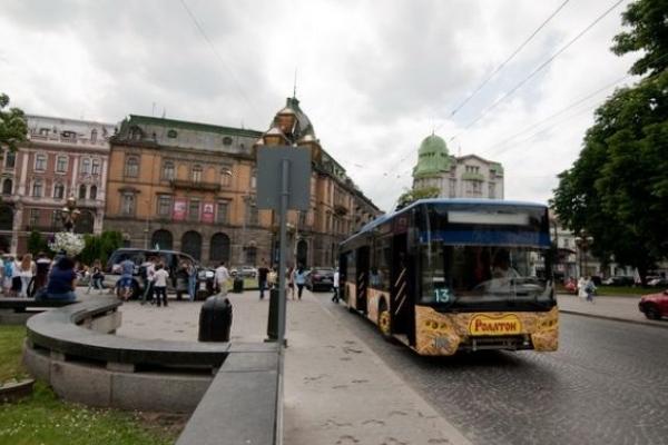У Львові жінка померла на кінцевій зупинці тролейбуса