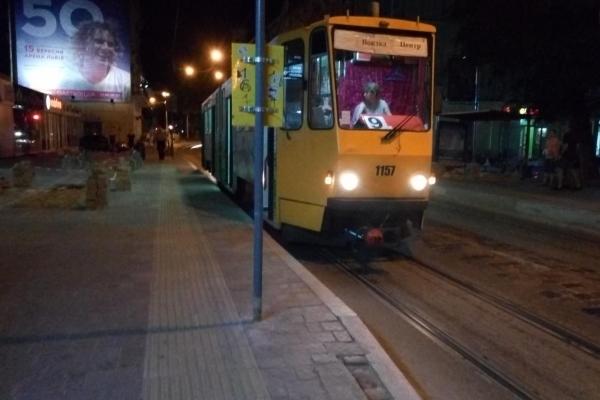 Львів'янин вимагає повернути нормативну висоту платформам трамвайних зупинок