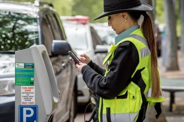 Відтепер львівські інспектори можуть штрафувати порушників паркування по фото