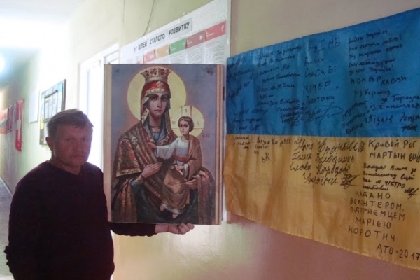 Художник зі Львівщини намалював для військових три ікони