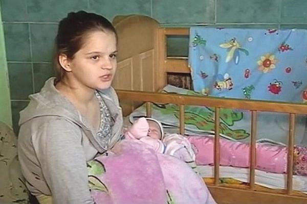 Наймолодша мама країни перейшла у 7-й клас і… переселилася в орендоване житло