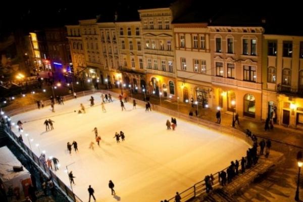 Стало відомо, коли зимова ковзанка на площі Ринок у Львові