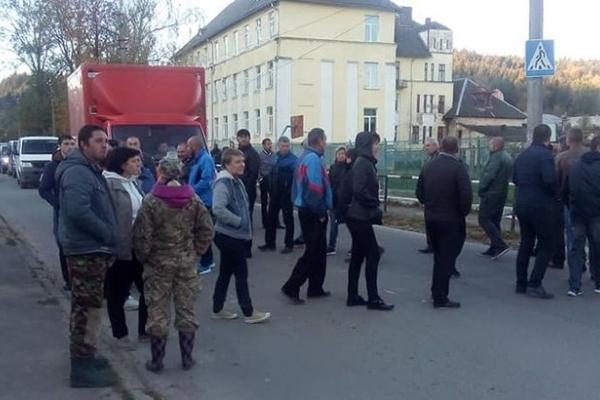 У Бориславі мешканці на кілька годин перекрили дорогу