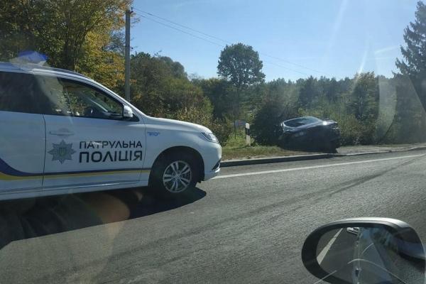 Біля Львова в ДТП потрапили «бляхи» з п'яними пасажирами, водій втік (Фото)
