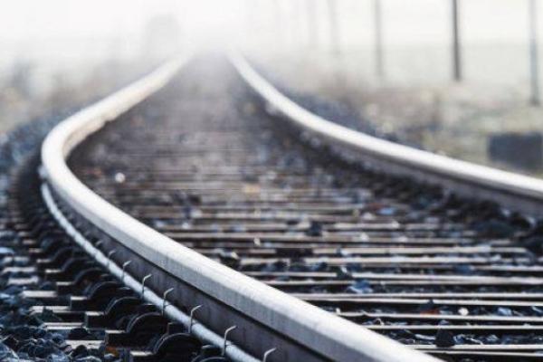На Львівщині п'яний чоловік потрапив під потяг, заснувши на коліях