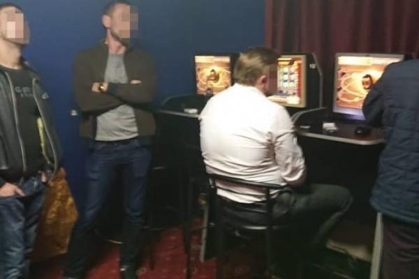 Лікарю, якого СБУ у Львові затримала на хабарі, повідомили про підозру