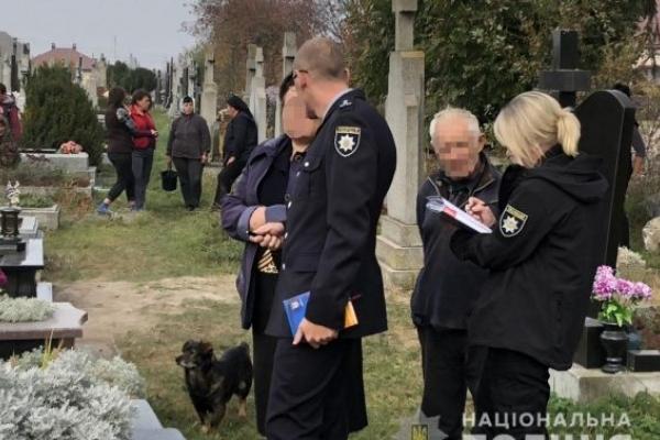 На Львівщині знайшли на цвинтарі тіло немовляти